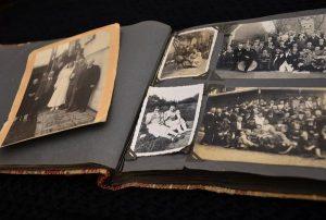Odbitki zdjęć do własnoręcznie stworzonego albumu