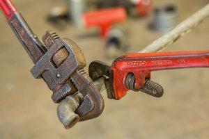 Czym zajmują się pogotowia hydrauliczne?