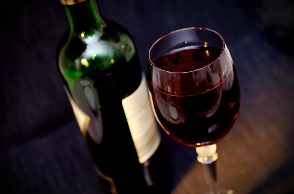 Czym są strefy w chłodziarkach na wino?