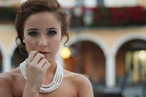 Ciekawa kobieca biżuteria