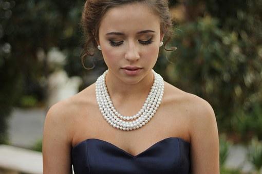 białe perły - naszyjniki