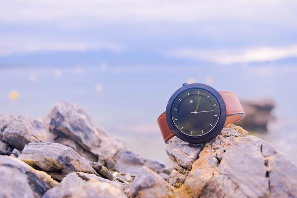 elegancki zegarek drewniany męski