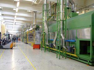 Proces produkcji w dostosowanej hali magazynowej