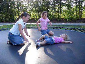 Trampolina atrakcją dla najmłodszych dzieci