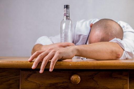 Rosnąca popularność odtruwania alkoholowego w domu