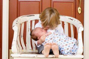 Jaki otulacz wybrać dla niemowlaka?