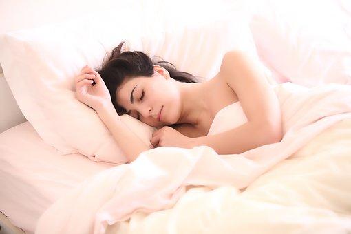 Materac piankowy zapewnia wygodę podczas snu