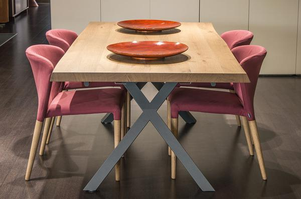 elegancki drewniany stół industrialny