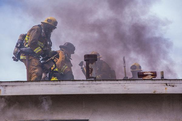 kurtyny dymowe stałe